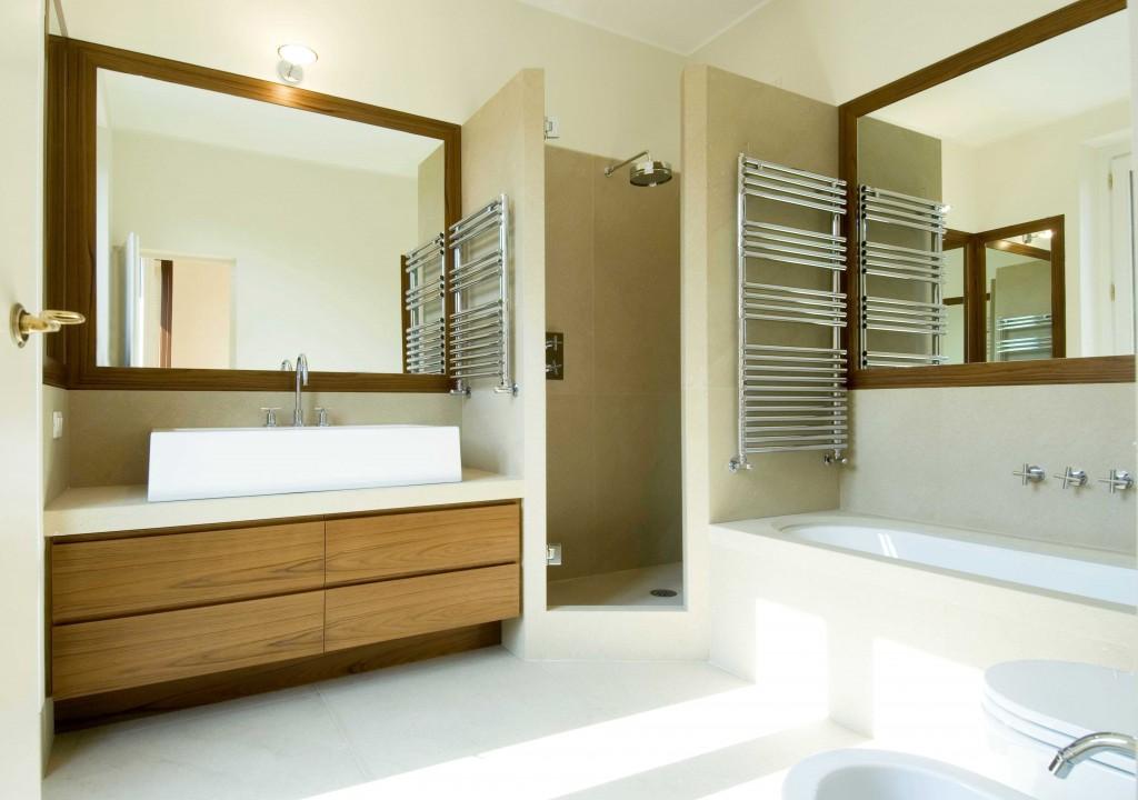 Piano lavabo e rivestimento vasca da bagno in pietra Velda