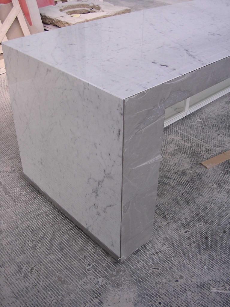 Bancone luminoso in marmo bianco di Carrara