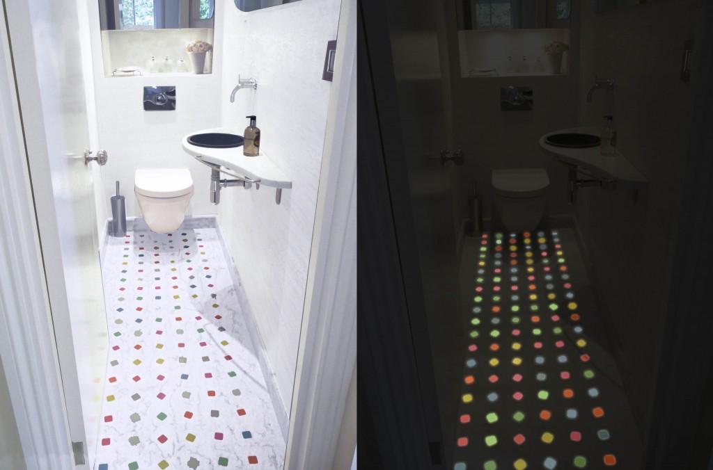 Pavimento in marmo di Carrara bianco con tozzetti colorati luminescenti