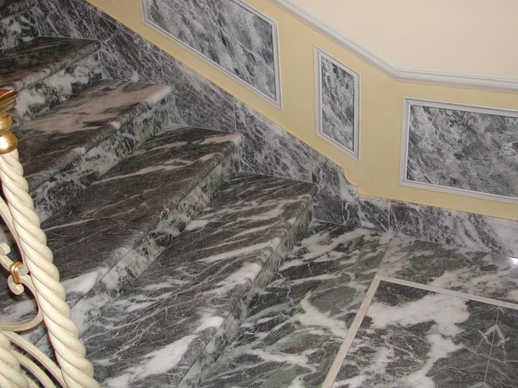 Scala in marmo Bigio venato del Piemonte