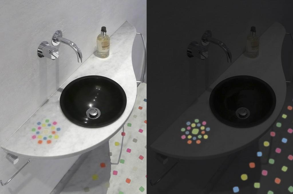 Top lavabo in marmo di carrara bianco con tozzetti colorati luminescenti
