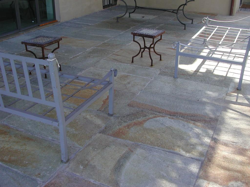 Pavimento in pietra di Luserna a spacco naturale