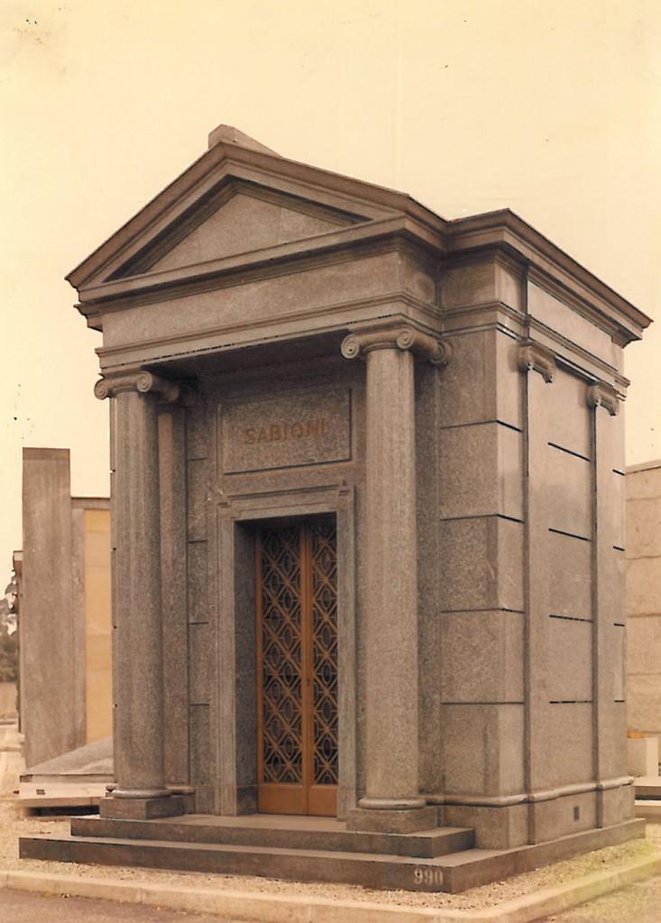 Edicola funeraria privata in Serizzo