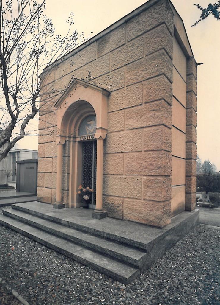 Edicola funeraria privata in pietra Santa Fiore e Serizzo