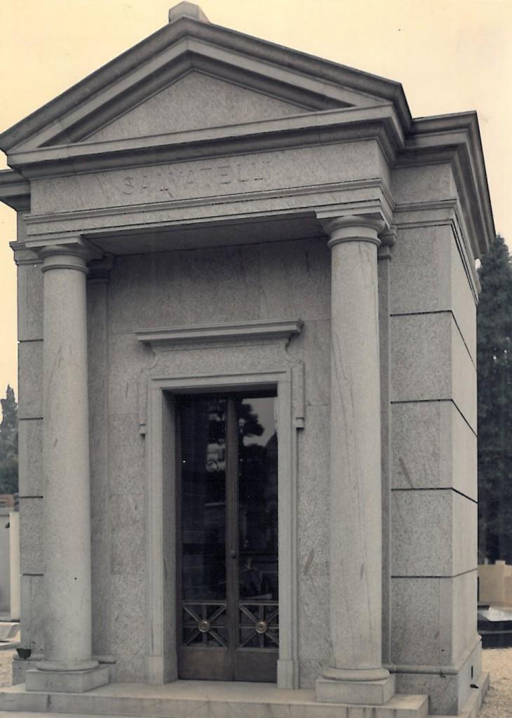 Edicola funeraria privata in pietra di Perosa