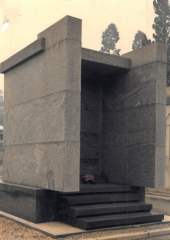 Edicola funeraria privata in pietra di Perosa e Diorite di Anzola