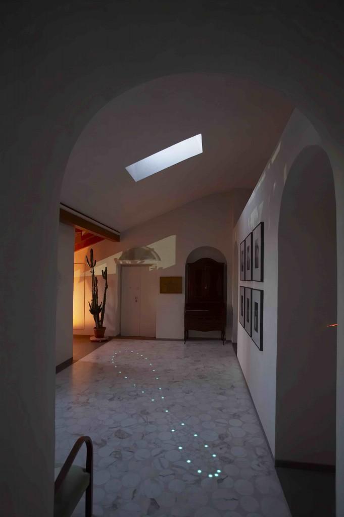 Pavimentazione musiva in marmo, graniglia e pigmenti luminescenti