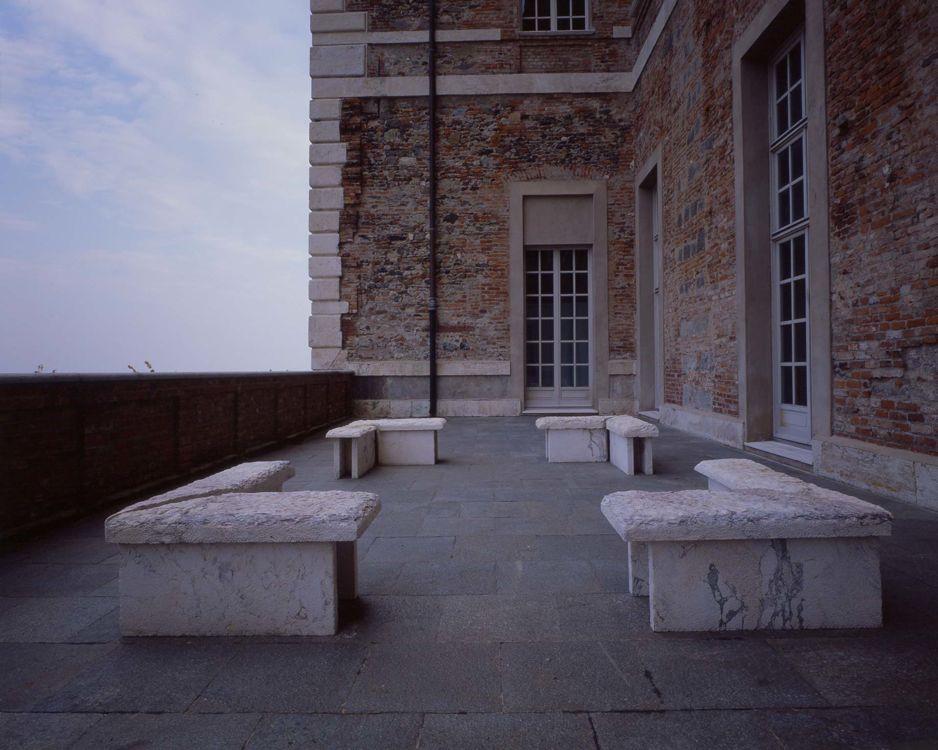 Maria Nordman Incontro tra la Dora e il Po, Castello di Rivoli Museo d'Arte Contemporanea 1995 marmo, 48 x 251 x 400 cm