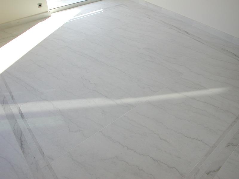 Pavimento in Calacatta cristallino sabbiato