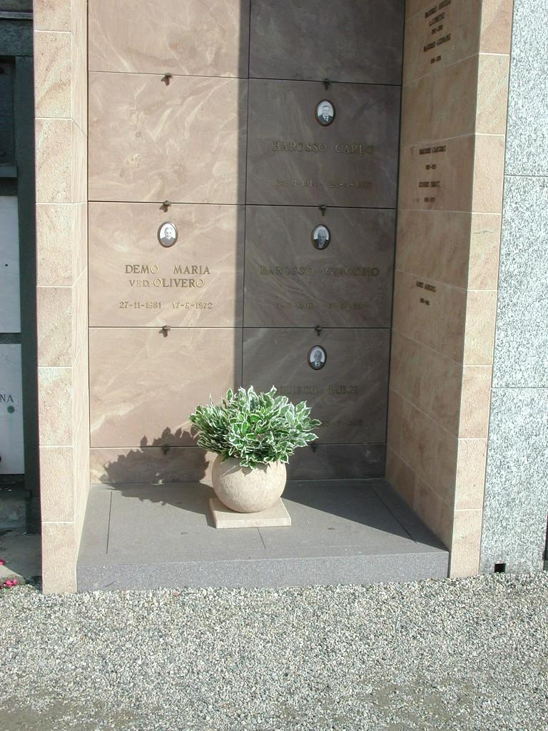 Edicola funeraria privata in pietra Santa Fiora e porfido