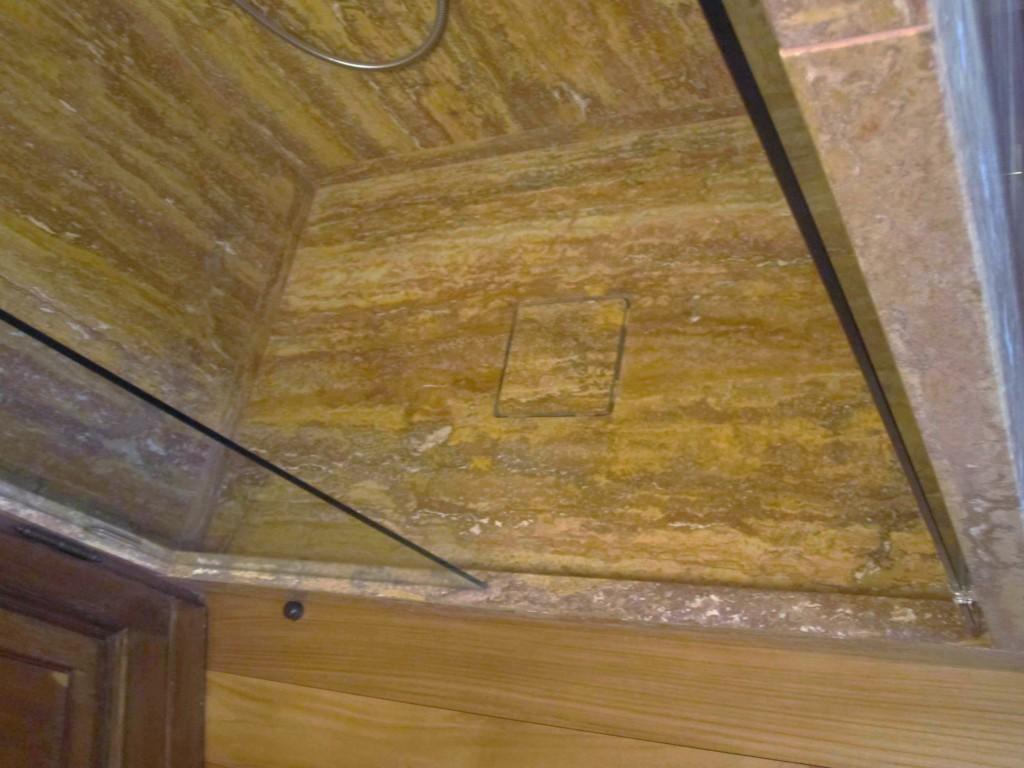 Piatto doccia in travertino dorato antico