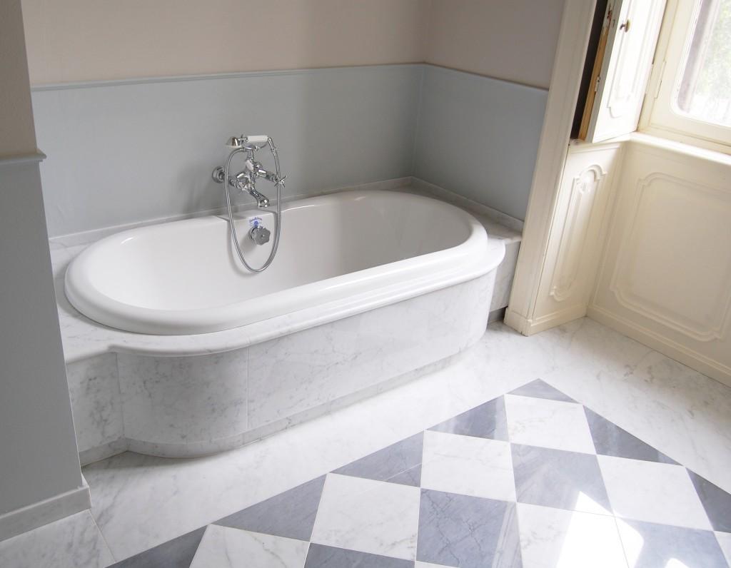 Bagno in marmo bianco di Carrara e Bardiglio