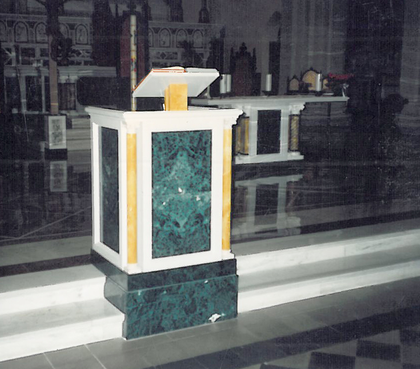 Parrocchia di San Pellegrino Marmo verde del Guatemala, Bianco Puro e Giallo di Siena