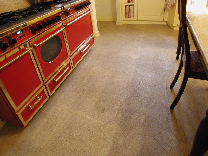 Pavimento in granito sabbia dorata anticato