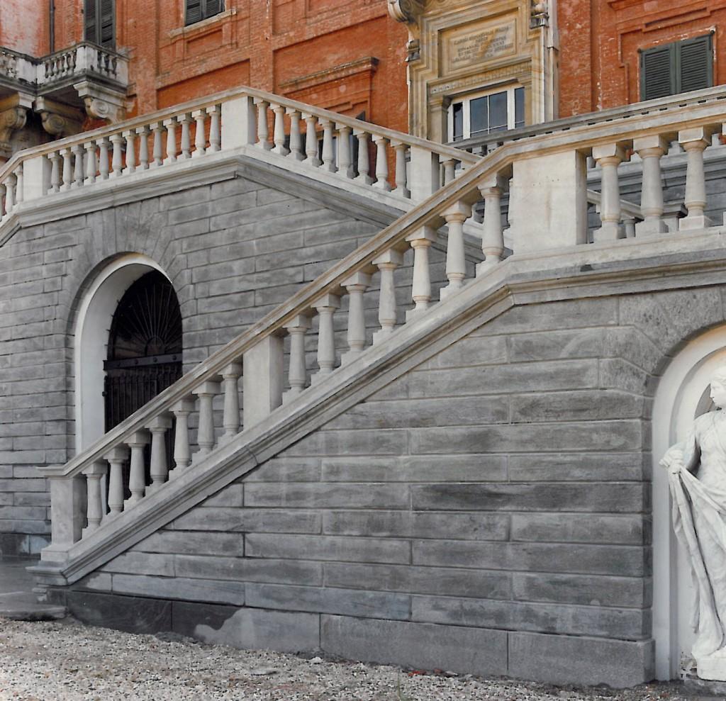 Castello di Racconigi, restauro dello scalone Nord Rivestimenti verticali a restauro completato
