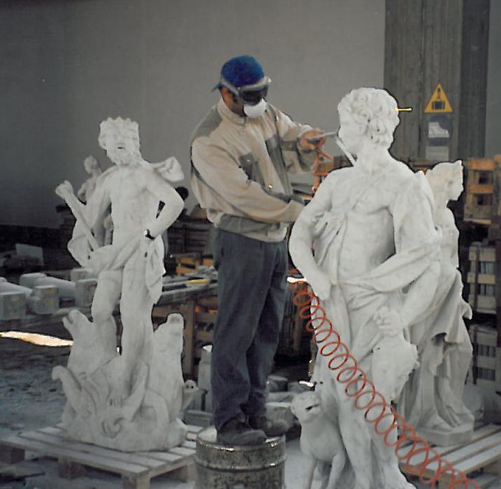 Castello di Racconigi - Restauro scalone Nord - Pulizia delle statue tramite microsabbiatura