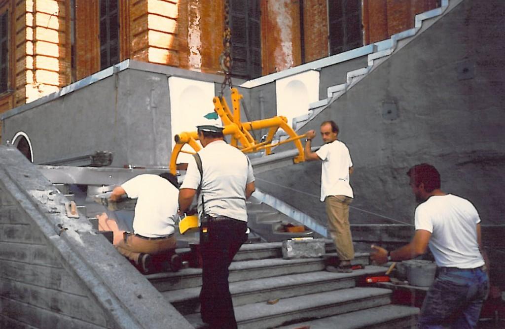 Castello di Racconigi, restauro dello scalone Nord Posa dei gradini della scalinata