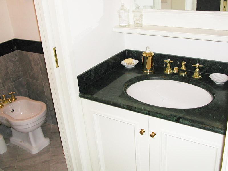 Piano lavabo in verde Guatemala