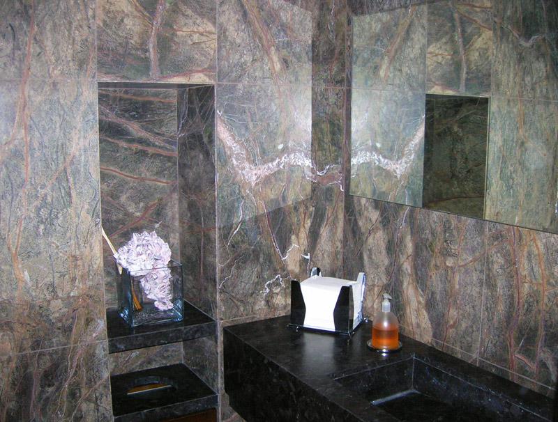 Bagno in granito Antique Brown e Forest green spazzolato