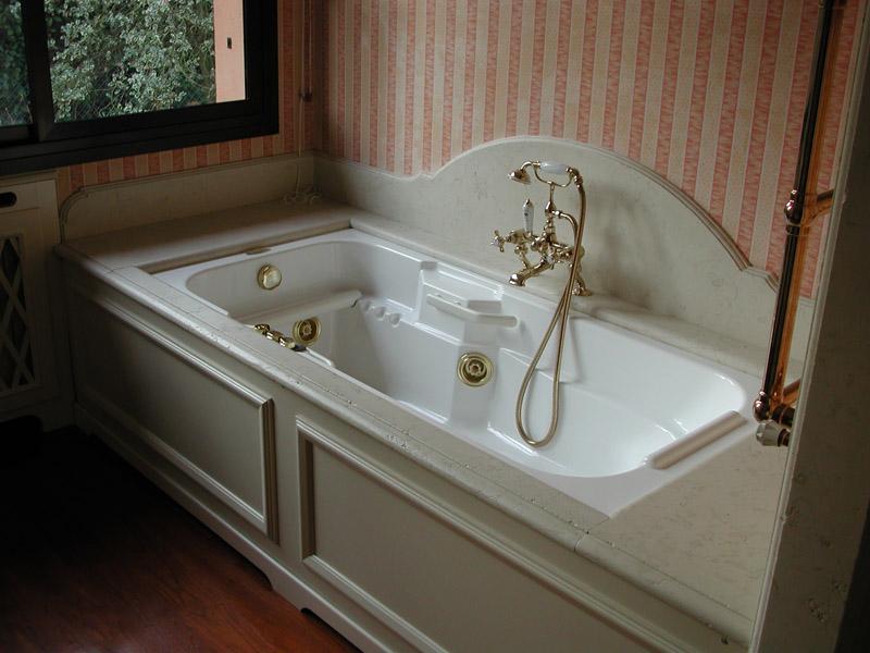 Rivestimento bordo vasca da bagno in biancone anticato