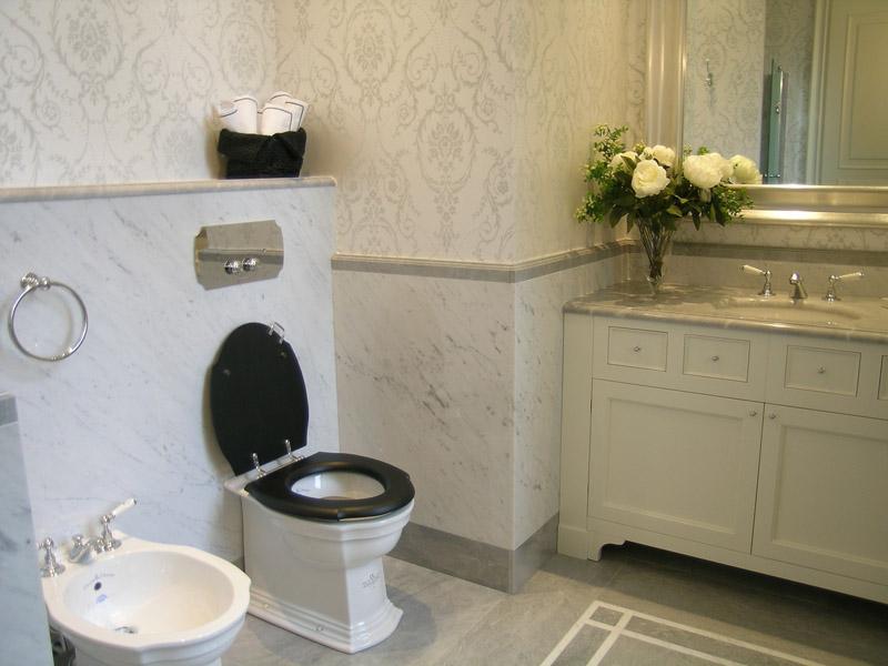 Bagno in marmo bianco di Carrara e grigio Grimaldi