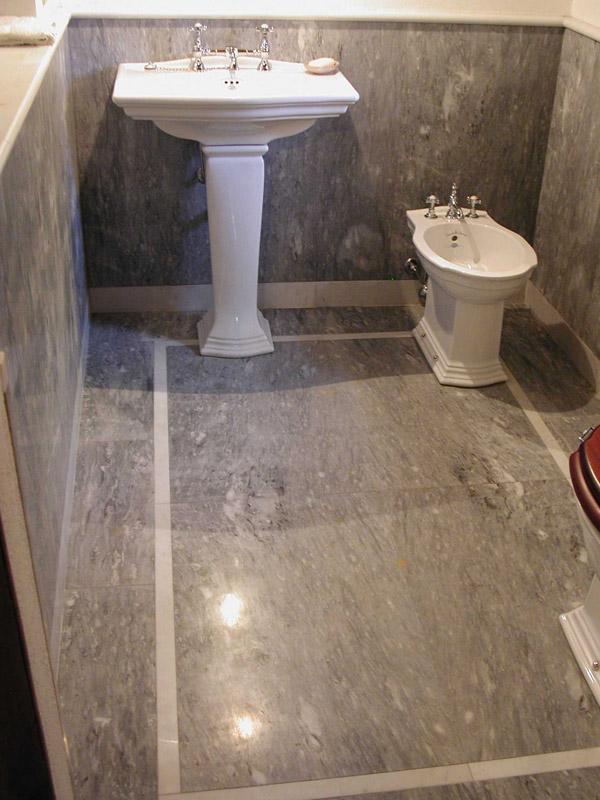 Bagno in Bardiglio Valdieri e marmo bianco puro