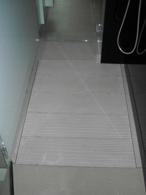 Piatto doccia in quarzite grigia