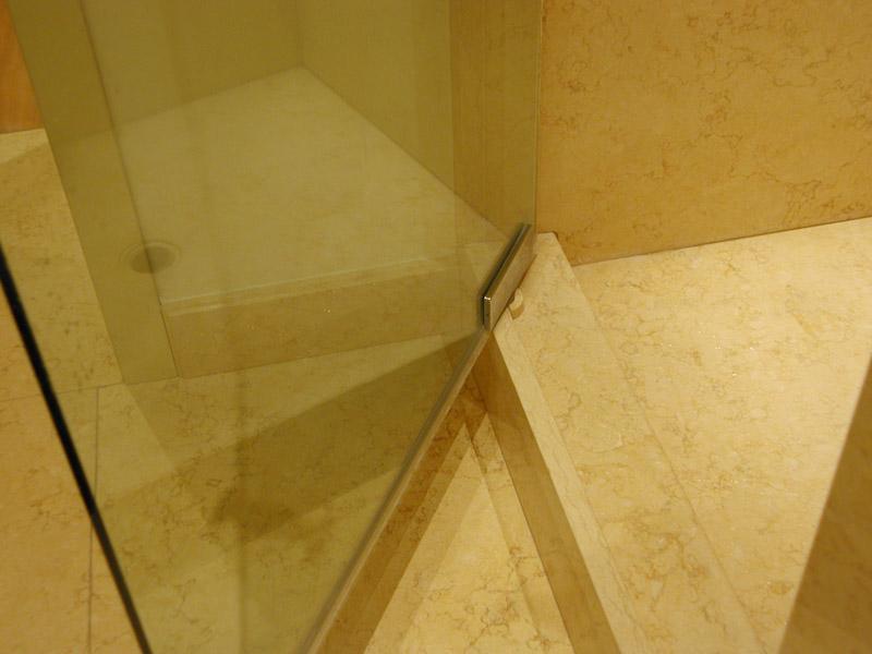 Piatto doccia in giallo Sahara