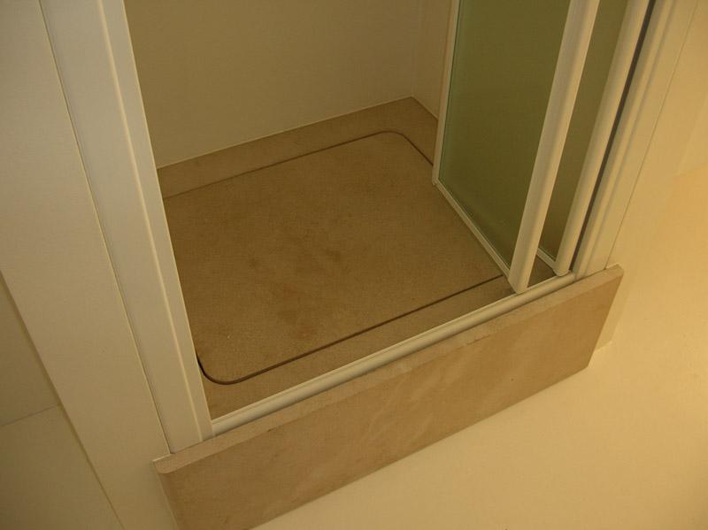 Rivestimento di piatto doccia in pietra Malaga
